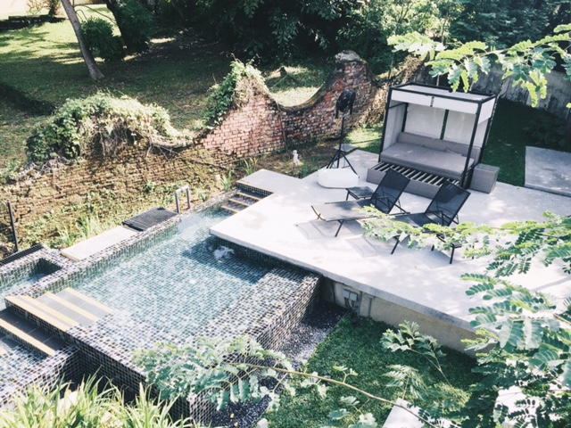 Lloyd's Inn dipping pool: Changmoh stays