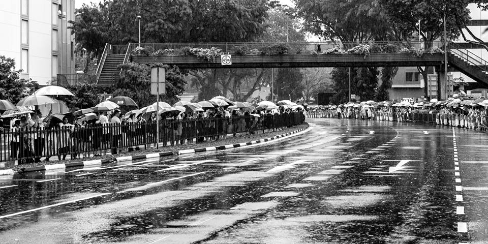 Thousands take to the streets to watch Lee Kuan Yew making his way to his final resting place